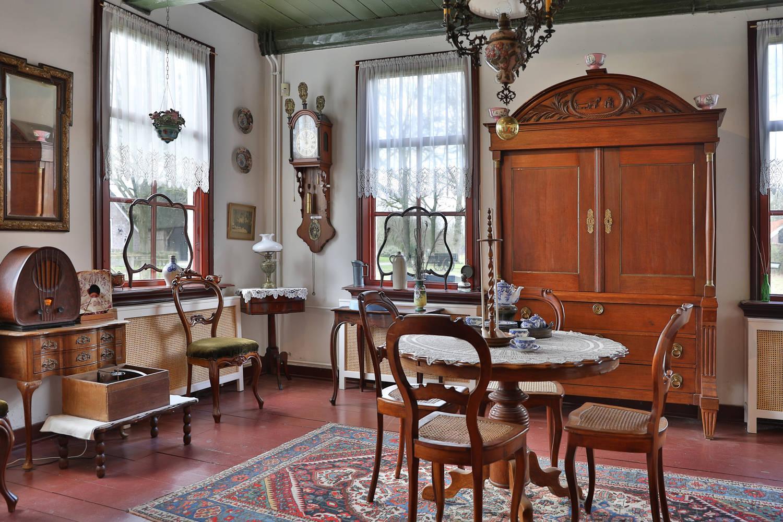 Orvelterpoort, het interieur , de woonkamer van het Ottenshoes zoals het vroeger was. Museumdorp Orvelte